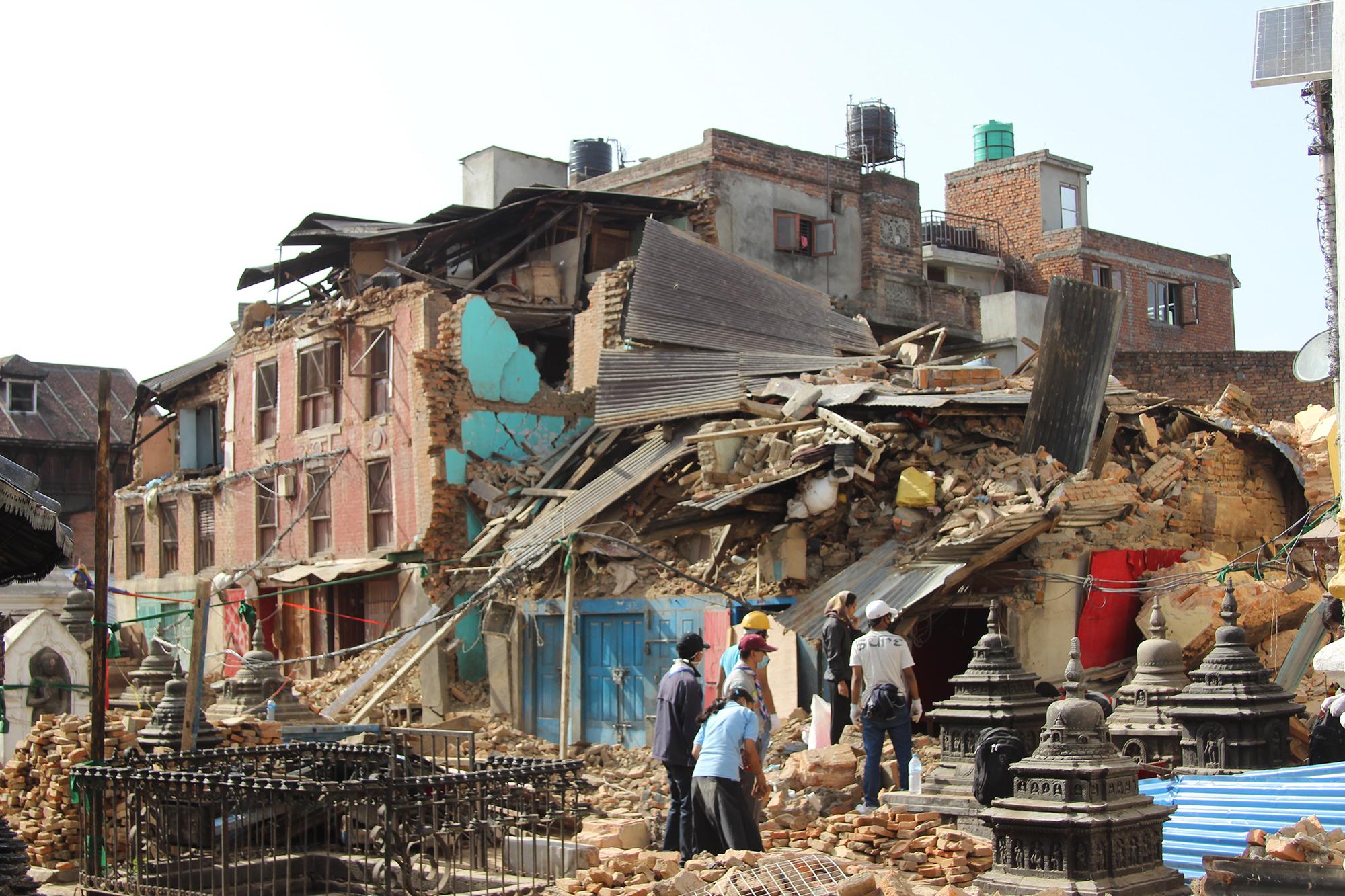 काठमाडौँका गल्लीमा हिँडिरहँदा भूकम्प आयो भने के गर्ने : किन सेलायो भूकम्प सुरक्षाका बहस?