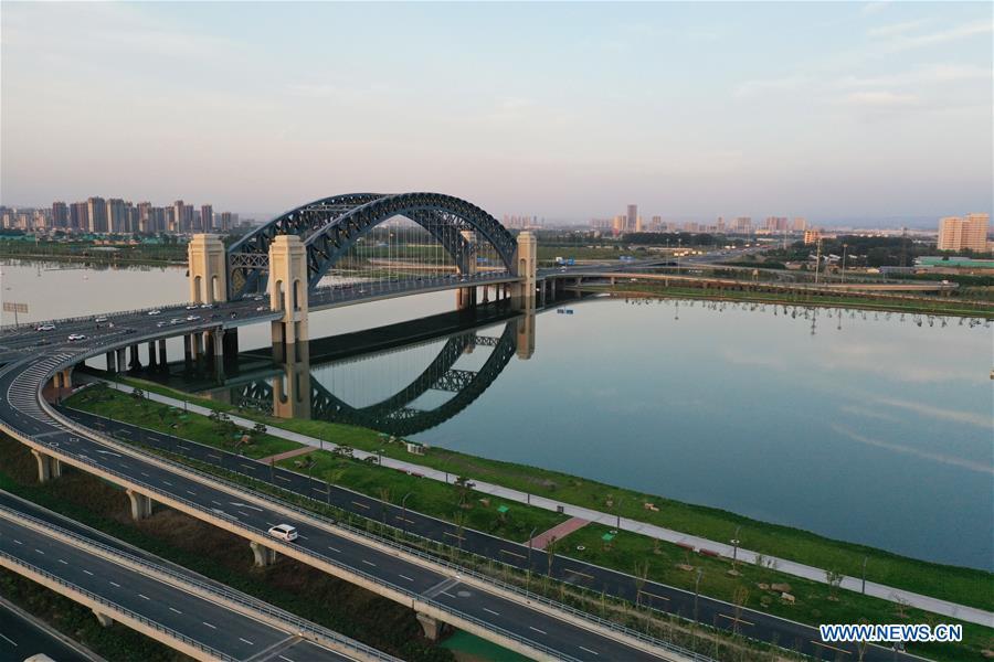 एकै नदीमा बनाइएका यी हुन् तीन फरक शैलीका पुल जसले चीनको विकास रफ्तार बुझ्न सघाउँछ