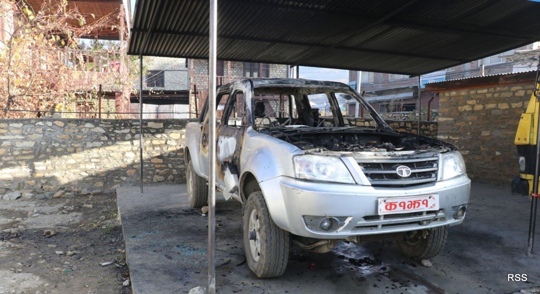 कार्यालय हाताभित्रै चन्दननाथ नगरपालिकाको गाडीमा आगजनी, गुठीचौरको कार्यालयमा तोडफोड