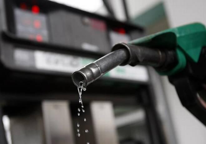 पेट्रोल २ रुपैयाँ सस्तियो