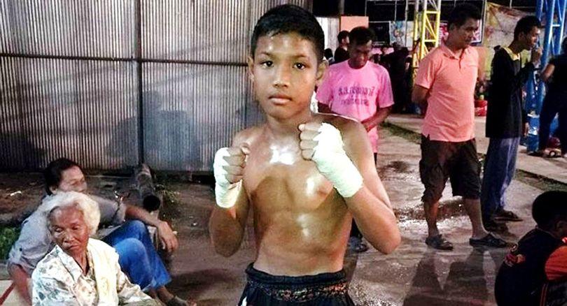 १३ वर्षे थाइ बालकको बक्सिङ रिङमै मृत्यु, विपक्षीले लगातार टाउकोमा हिर्काएपछि यसरी थिए ढलेका