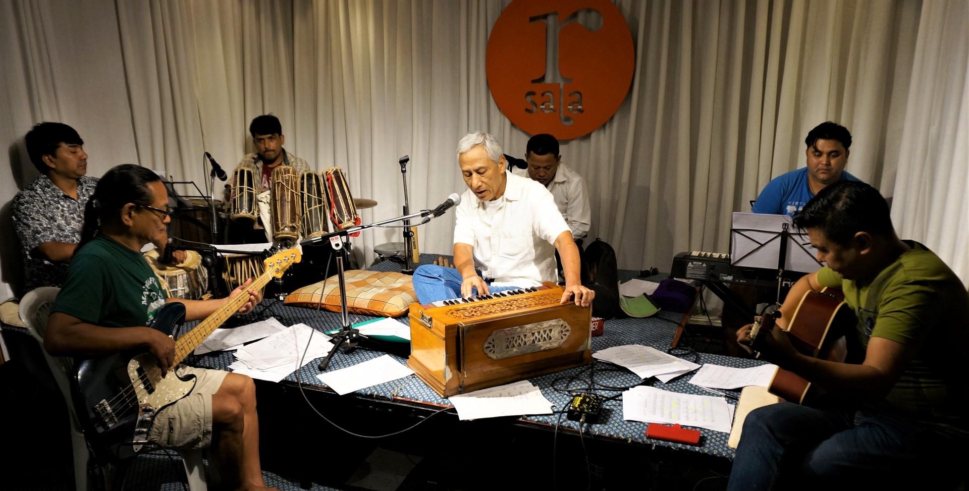 पलेँटीमा गुञ्जिदै विक्रम गुरुङका संगीत