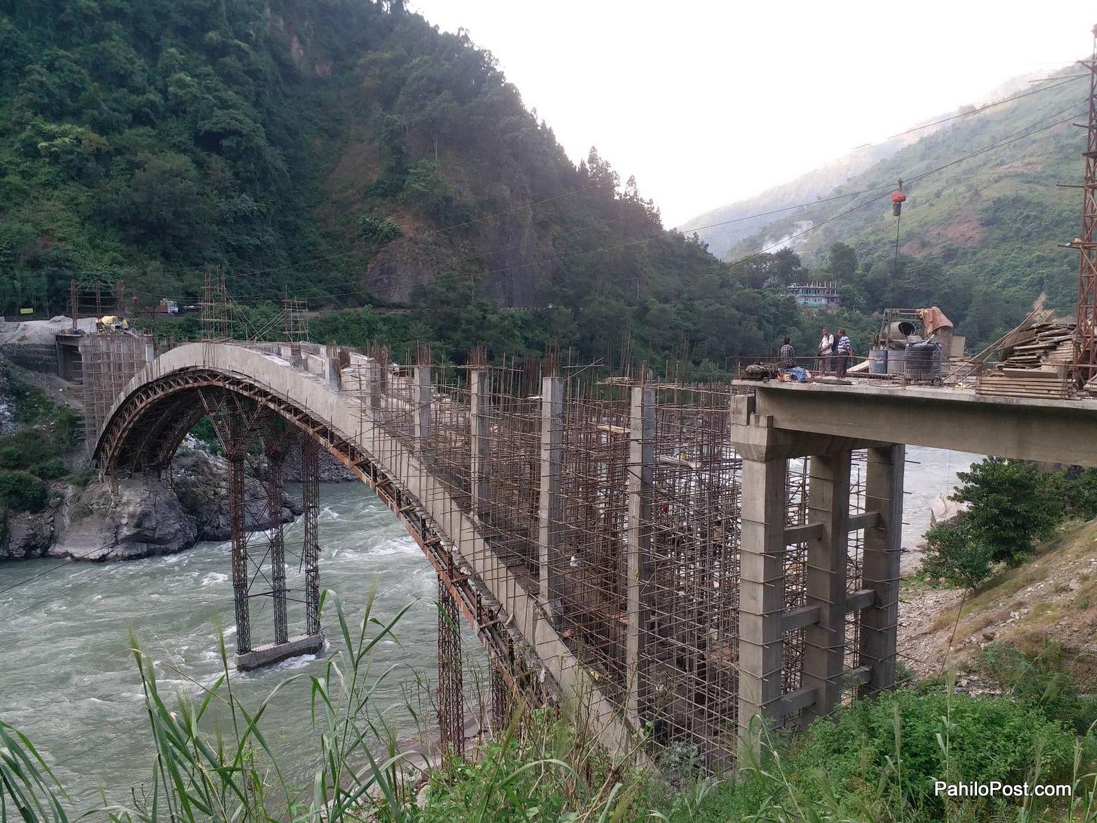 चीनमा सिकेको डिजाइनबाट यसरी तयार हुँदैछ मुग्लिनमा आर्क ब्रिज