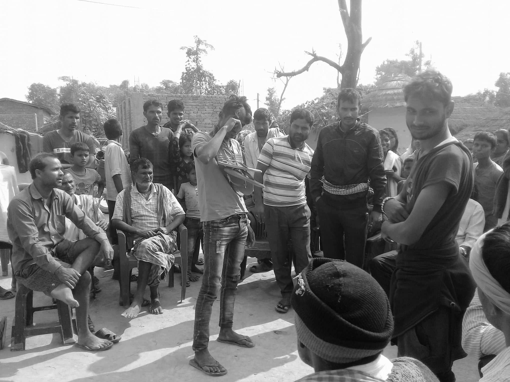 पञ्च भेलाको उदण्डताः मोबाइल चोरीको बात लागेका युवालाई कपाल मुण्डन गरी जुत्ताको माला, फरार पञ्च खोजी गर्दै प्रहरी