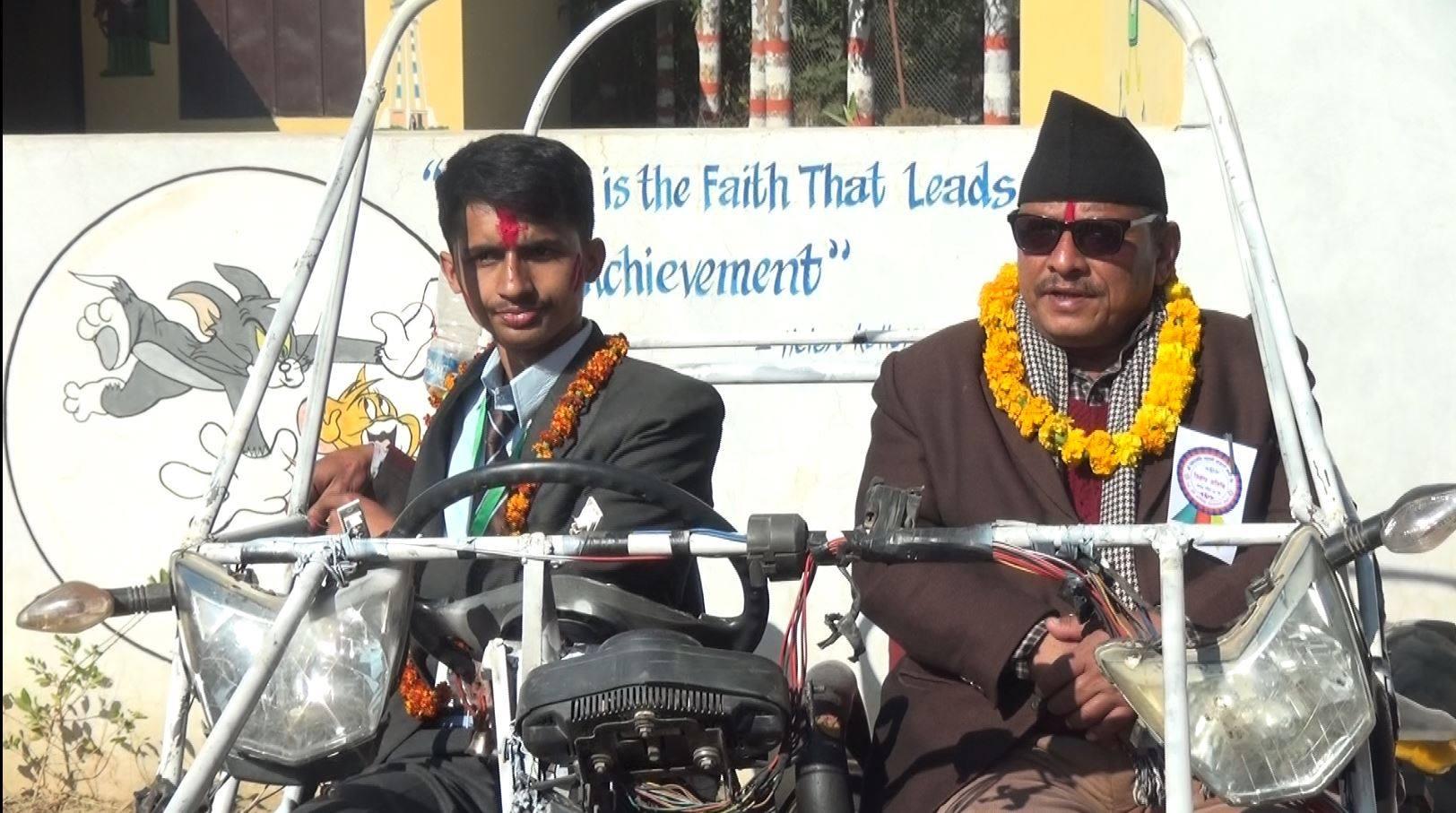 कक्षा १० का दर्पणले बनाए 'बग्गी कार', प्रदेश सांसद बने पहिलो यात्री