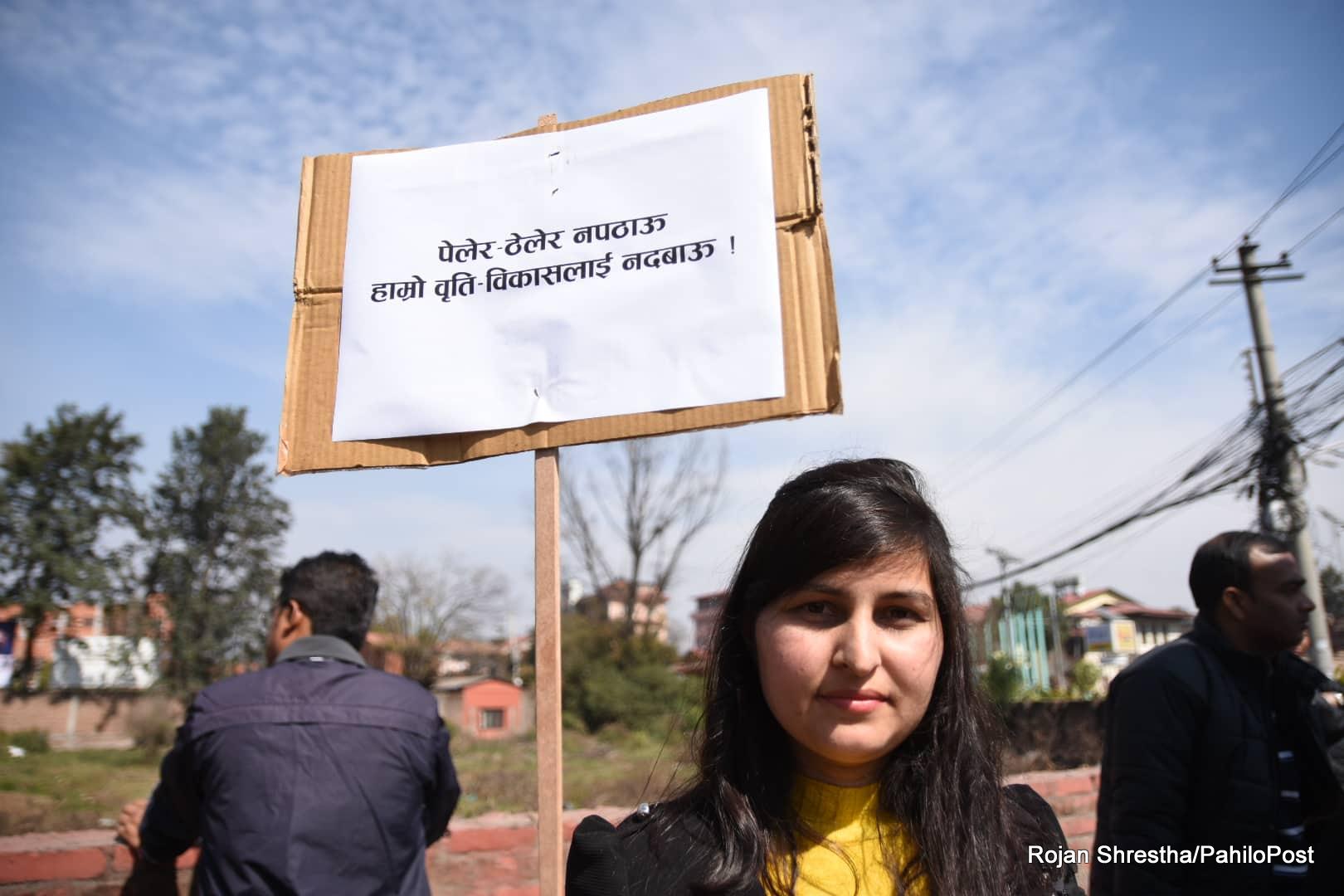'यति तल नझर, सौतिनी व्यवहार नगर' भन्दै आन्दोलनमा उत्रिए सरकारी डाक्टरहरु