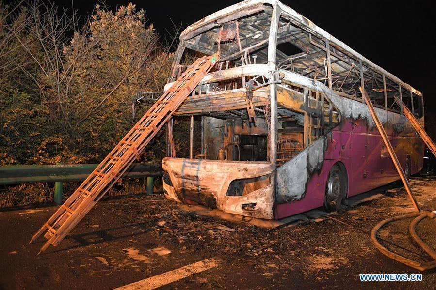 दुई तल्ले बसमा आगो लाग्दा चीनमा २६ जनाकाे मृत्यु