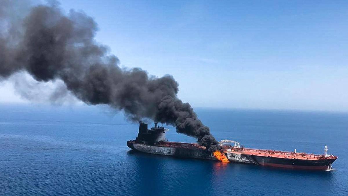 अमेरिका- इरान विवाद: ओमनमा तेल बोकेको ट्याङ्करमा कसले गर्यो आक्रमण