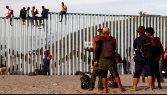 'नयाँ जीवनको खोजीमा' अमेरिकी सीमामा पुगे सयौं आप्रवासी, अमेरिका प्रवेश गरेकाहरु पक्राउ