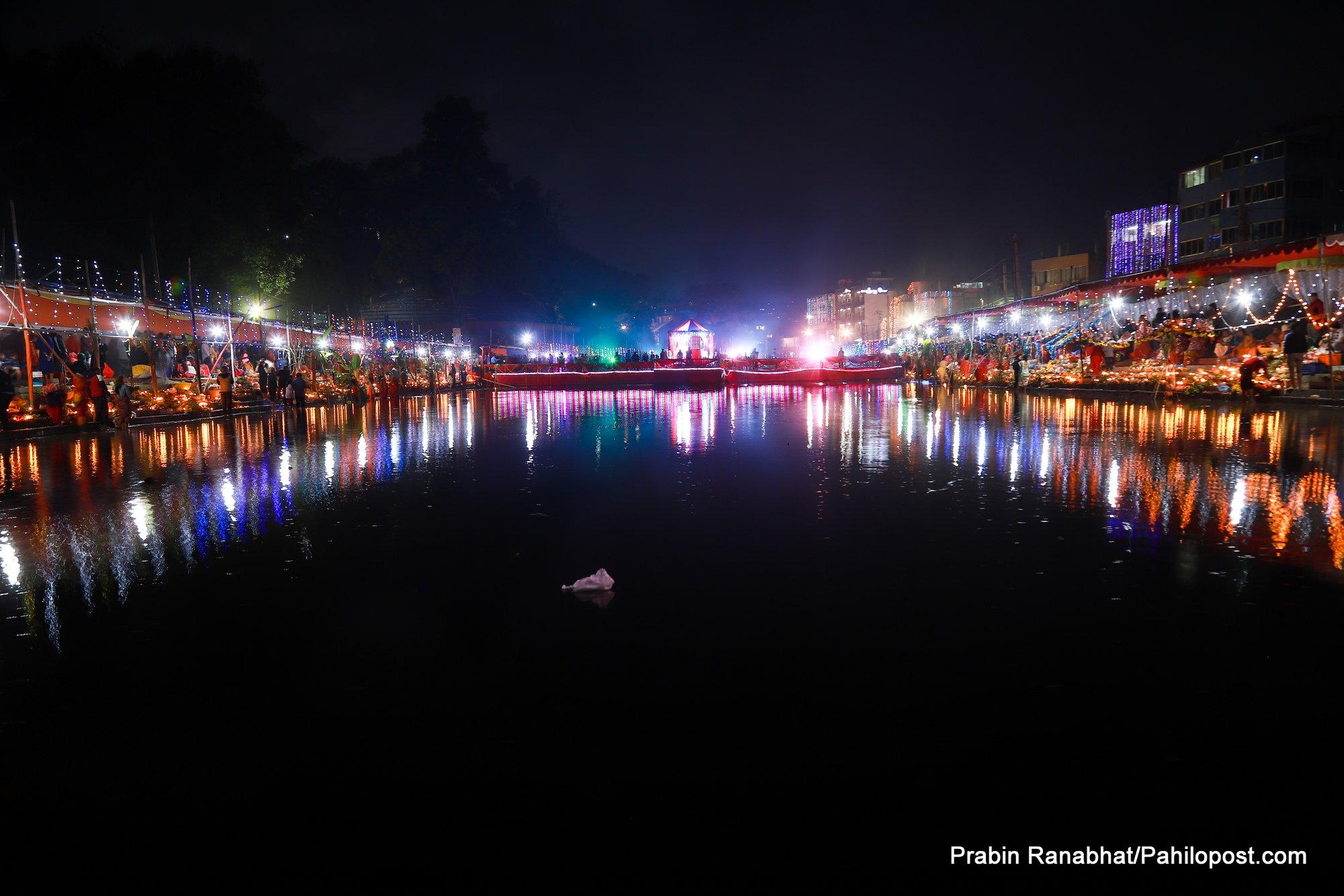 काठमाडौँको गुह्येश्वरीमा छठको रमझमका २२ फोटो