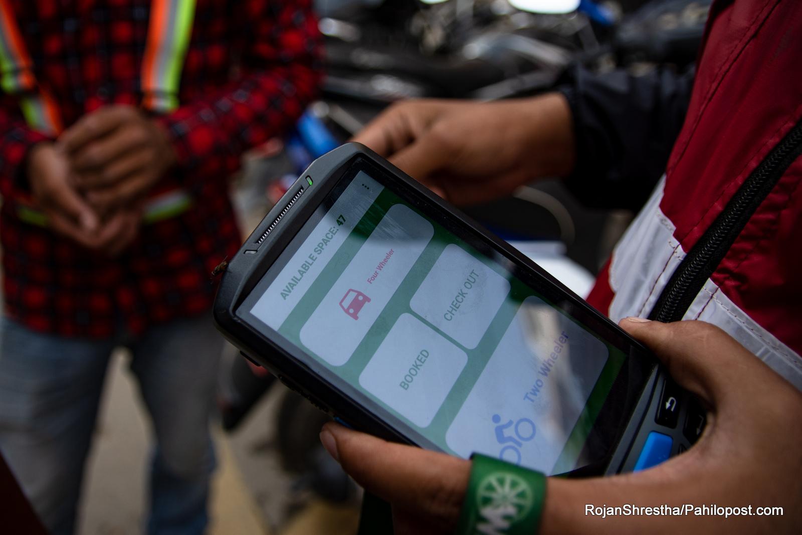 'स्मार्ट पार्किङ' को नाममा 'ब्रह्मलुट' : चर्को शुल्क, भद्रगोल पारा