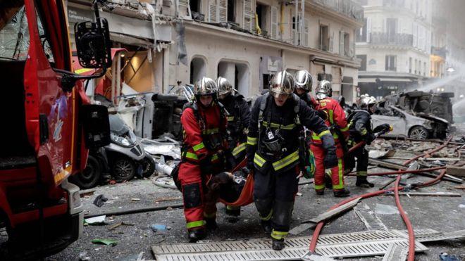 पेरिसको बेकरीमा ग्यास विस्फोट, आगलागी नियन्त्रणमा लिने प्रयास जारी