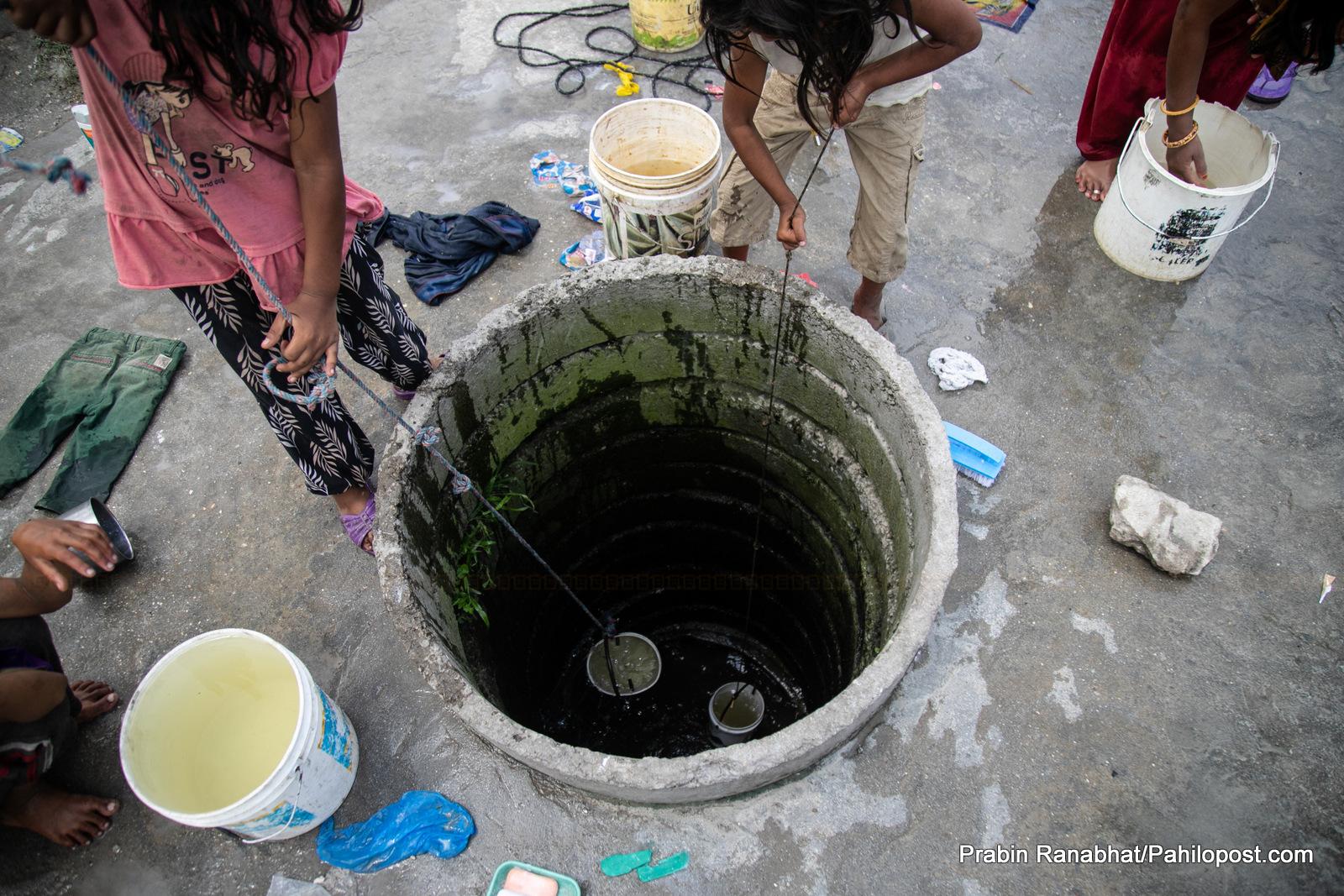 हेर्नुस् काकाकुल शहरको यो इनार : पानी थाप्नेदेखि लुगा धुने धोवीसम्मको केन्द्र