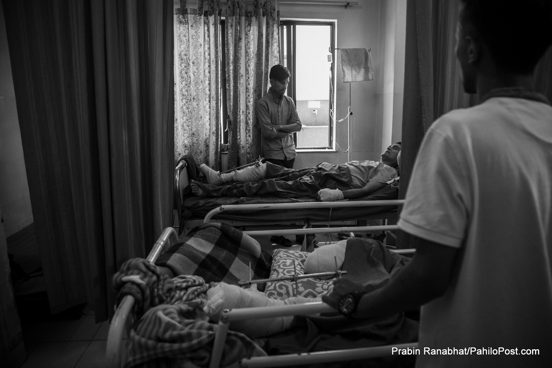 उपचारको आस र प्रहरीको त्रासमा सुरेन्द्र र हरि: अनिश्चिततामा रुमलिएका दुई परिवारको कथा