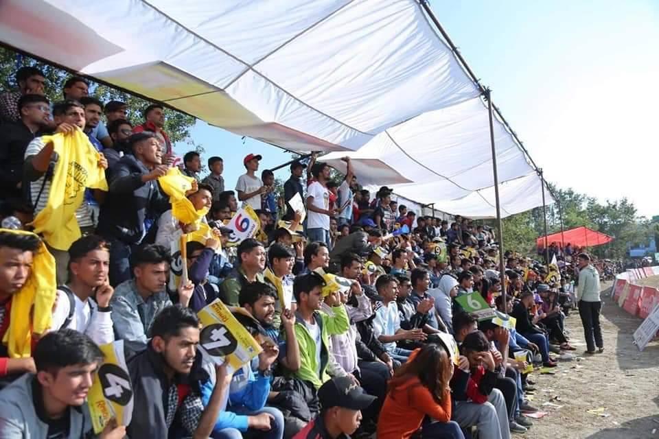 फुटबल रुचाइने पोखरामा क्रिकेटको क्रेज, बालकदेखि वृद्धासम्म पीपीएलका दर्शक
