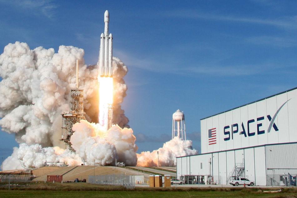 चन्द्रमामा पहिलो पर्यटक लैजाने 'स्पेसएक्स'को नयाँ योजना,एक यात्रुसँग सम्झौता