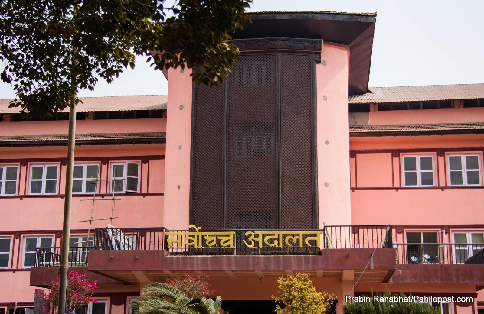 सर्वोच्चको व्याख्या : विदेशी नागरिकता लिएपछि 'नेपाली नागरिक' हुन पाइन्न, विषयान्तर फैसला भएको रिट निवेदकको आरोप