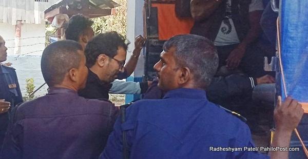 निजगढबाट होटल व्यवसायी संघ बाराका अध्यक्षसहित २२ जना जुवाडे पक्राउ